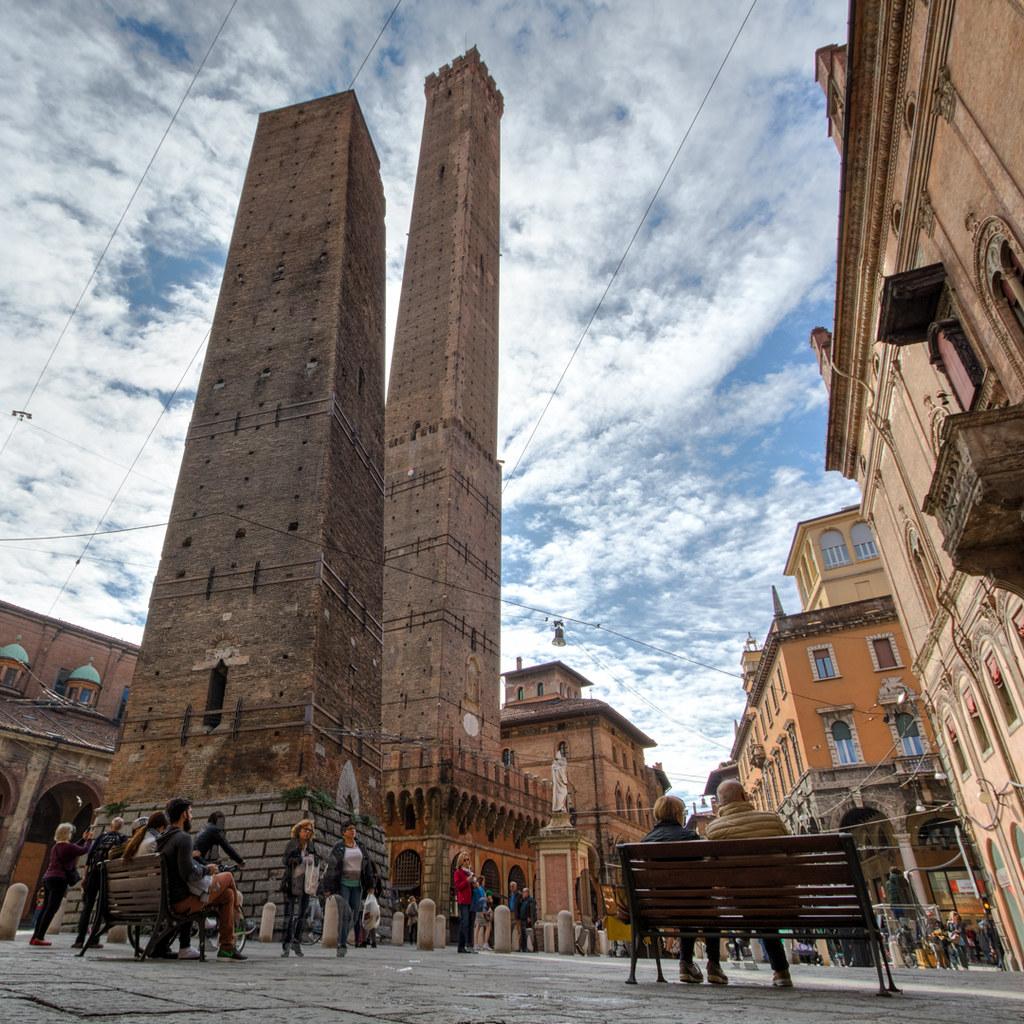 Le Due Torri di Bologna (Torre degli Asinelli e Garisenda)